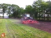 Fendt 820 met Kuhn frees