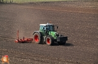 Fendt 820 met Accord bieten zaaimachine